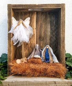 Easy Clothespin Nativity Scene Using Fabric Scraps